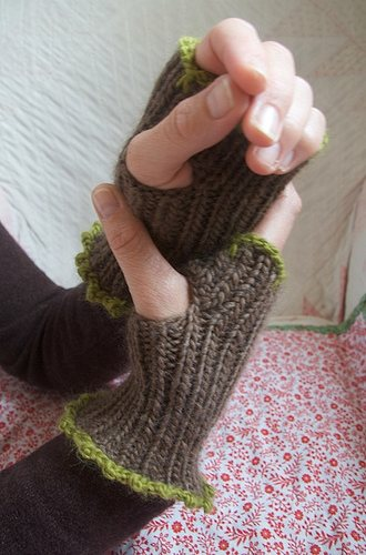 Frill Mitts